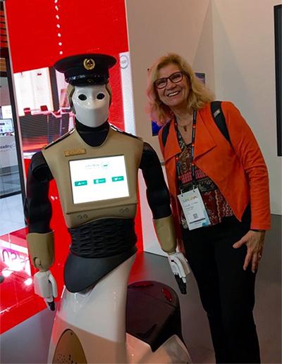Robot-konstapel och Elisabeth Argus på Smart City Expo i Barcelona