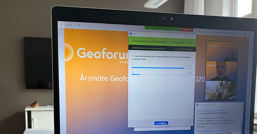 Laptop med Geoforums digitala årsmöte