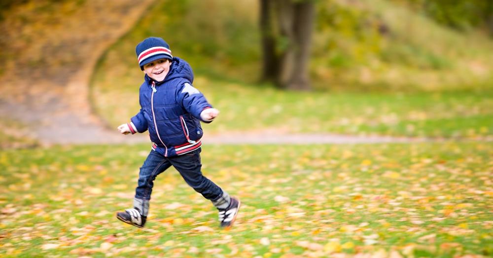 profilbild nationella geodatastrategin, springande pojke